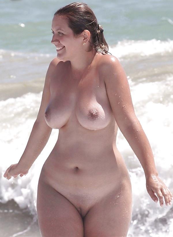 Фото голых широких бедер