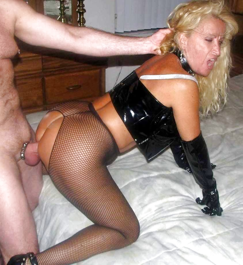 Granny loves it when she gets fucked in her ass and pussy at same time 9