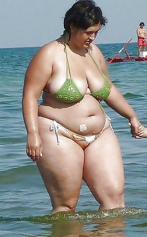 BBW matures and grannies at the beach 164