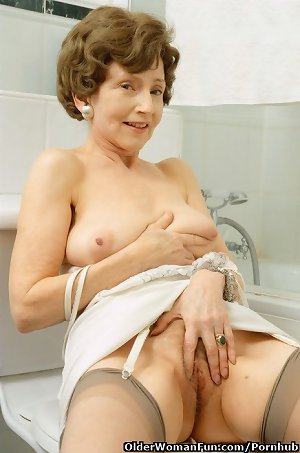 71 year old granny Rea spreads her old legs on the toilet