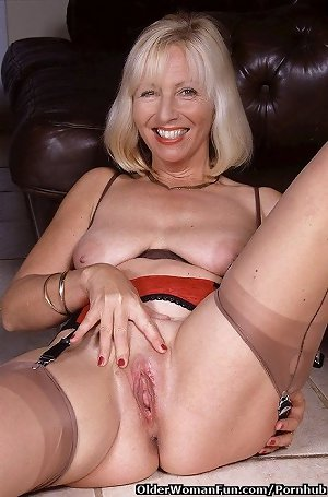 52 year old and british milf Sandie fucks a dildo