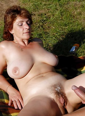 Mature Mysti Outdoor-Fuck